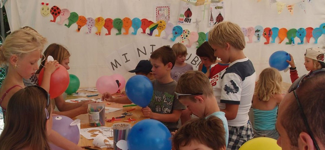 Camping in den Alpen - lac de carouge - Kinder im Miniclub