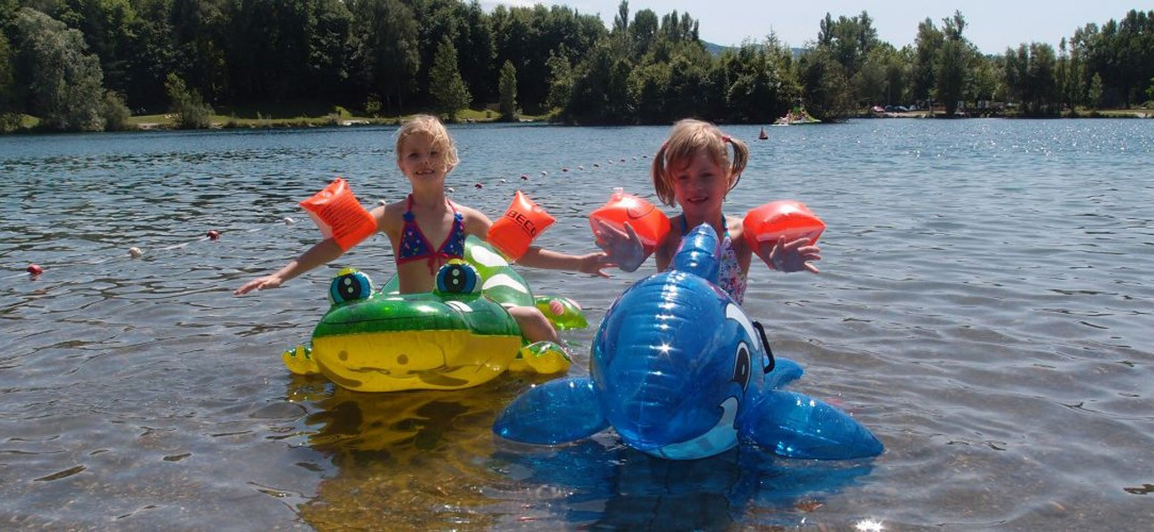 Kinder auf dem See - Camping Savoie Lake Carouge